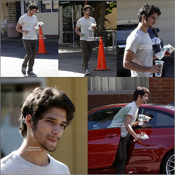 T  13/08/12 : Tyler est allé au Starbucks de Burbank. P