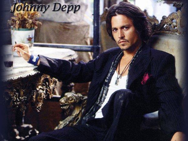 """"""" Ma mère m'a appris à ne jamais me laisser marcher sur les pieds """".Johnny Depp"""