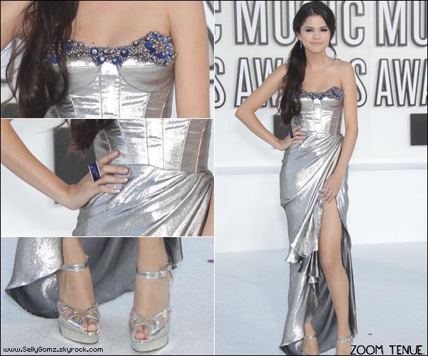 12.09.10 ~ Selena était au MTV Vidéo Music Awards 2010 dans une robe de sirène pour présenter l'émission.  Top ou Flop ?