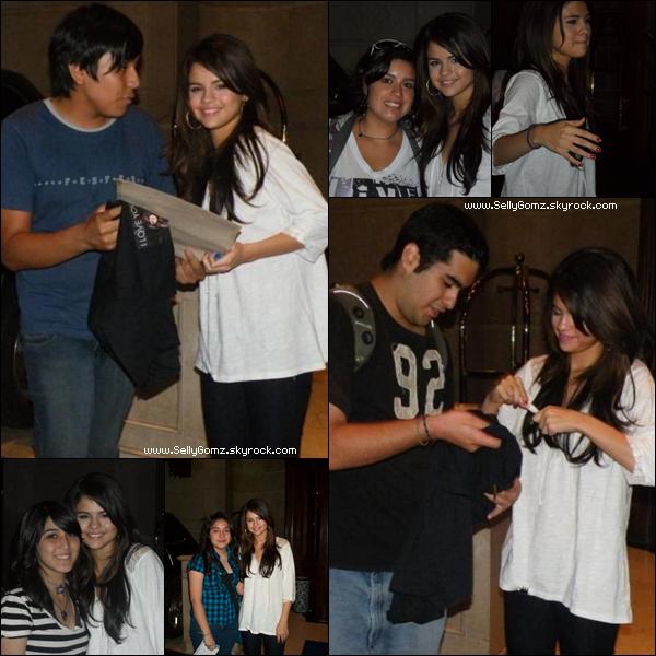 31.01.11 ~ Selena arrivant à son hôtel où une foule de fans l'attendaient au Chili.