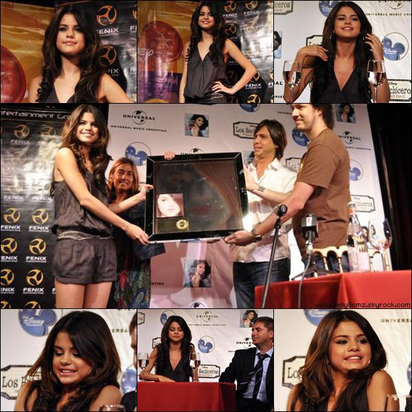 04.02.11 ~ Selena donnant à nouveau une conférence de presse mais cette fois ci c'est en Argentine.