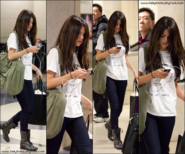 06.02.11 ~ Selena revenant d'Argentine aperçue a l'aéroport LAX très tôt le matin!