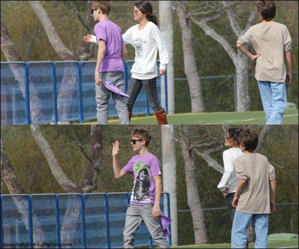 26.02.11 ~ Selena est revenue du Japon, et à peine revenue elle s'est fait une petite sortie avec son chéri à Laguna Niguel à Orange County en Californie.