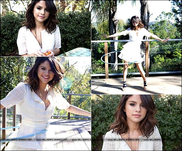Nouveau photoshoot de Selena réalisé pour Paper Magazine.