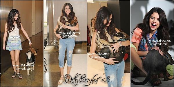 Un nouveau promoshoot de la collection de vêtements Dream out loud de Selena. Cette collection printemps vous plait ou vous déçoit?