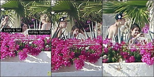 07.01.12 ~ Selena, Justin Bieber et Ashley Benson discutant près de leur hôtel à Los Cabos, au Mexique.