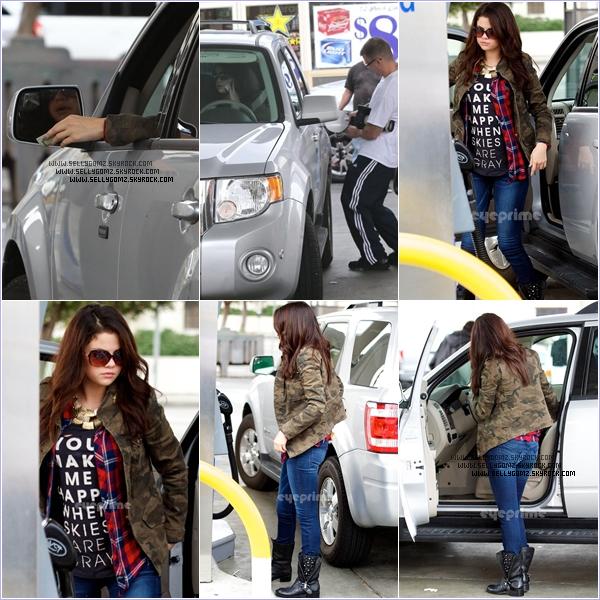 17.11.12 ~ Selena ou plutôt un paparazzi met de l'essence dans la voiture de Selena à Los Angeles puis Selena et sa meilleure amie Taylor Swift de sortie pour un dîner entre copines.