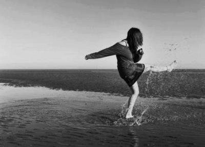 Danse comme si personne ne te regardait. Chante comme si personne ne t'entendait. Aime comme si tu n'avais jamais souffert. Vis comme si le Paradis était sur Terre