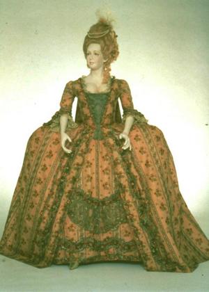 Quelques accessoires utilisés par les femmes du XVIIIème siècle au XXIème siècle