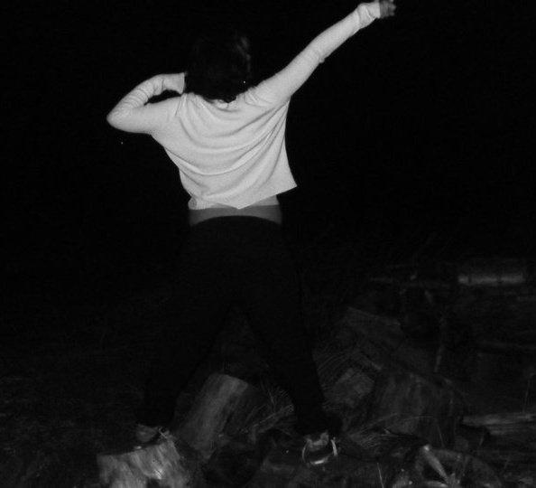 Je cours, je vole, je vis. Libre, J'oublie la raison et l'ordinaire. J'ose.Les folies sont les seules choses qu'on n'oublie jamais.