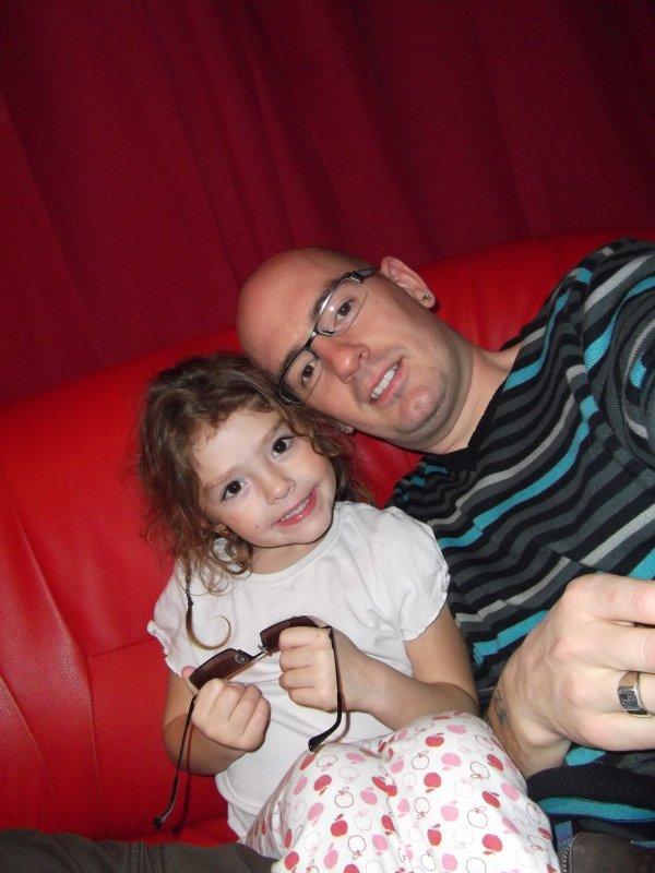 mon amour et ma fille alison gros bisous je vous aime tres tres fort !!!