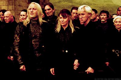 « - Cette année, j'ai pris davantage d'options que vous. Ça, ce sont mes livres d'Arithmancie, de Soins aux créatures Magiques, de Divination... - Est ce que tu as quand même l'intention de dormir ou de manger un peu cette année ? » Hermione et Ron