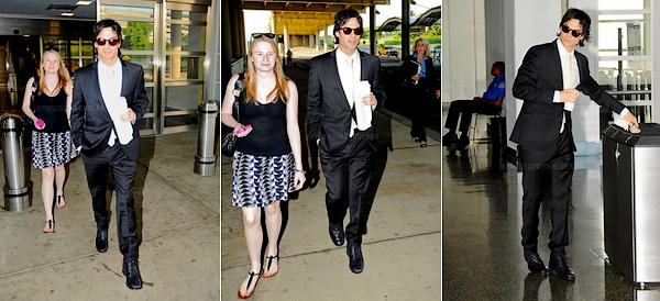 . 28 Juillet : Ian arrivant à l'aéroport Ronald Reagan à Washington. Il était présent au congrès américain pour parler de l'extinction de plusieurs espèces marines. .