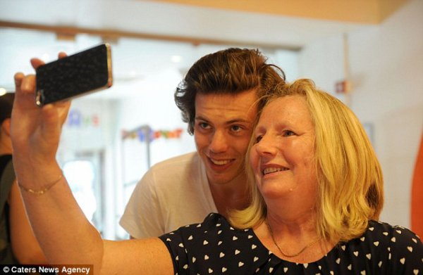 News : Harry Styles : Découvrez son nouveau sosie !