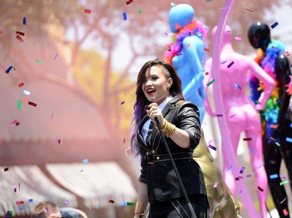 Demi Lovato : Sexy et stylée à la Gay Pride de Los Angeles