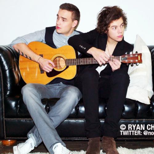Liam Payne Et Harry Styles qui chantent l'alphabet