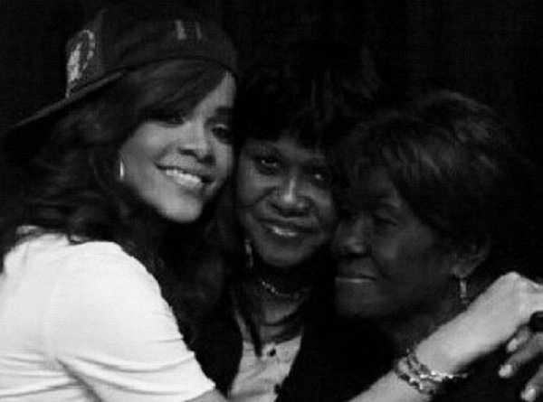 Riha rend Hommage à sa Grand-Mère Dolly