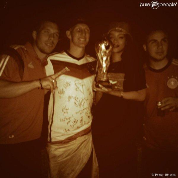Pour la victoire de l'Allemagne Rihanna fait la fête avec les joueurs
