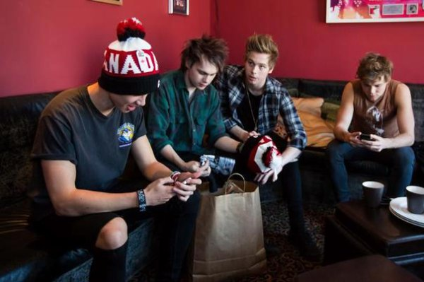 5 SOS : Les photos des coulisses de leur ShowCase à Toronto