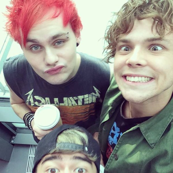 5 Second Of Summer : Calum , Ashton , Michael
