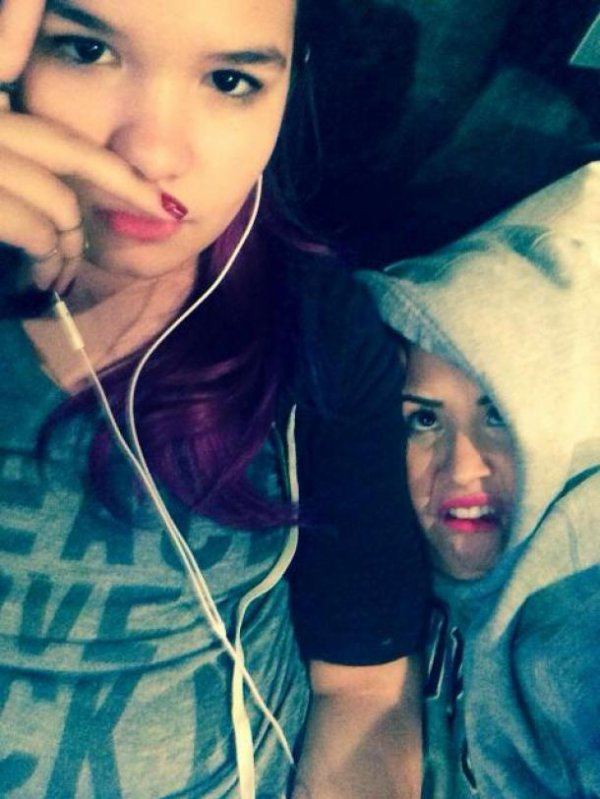 Demi Lovato is complicit with her little sister on a new selfie