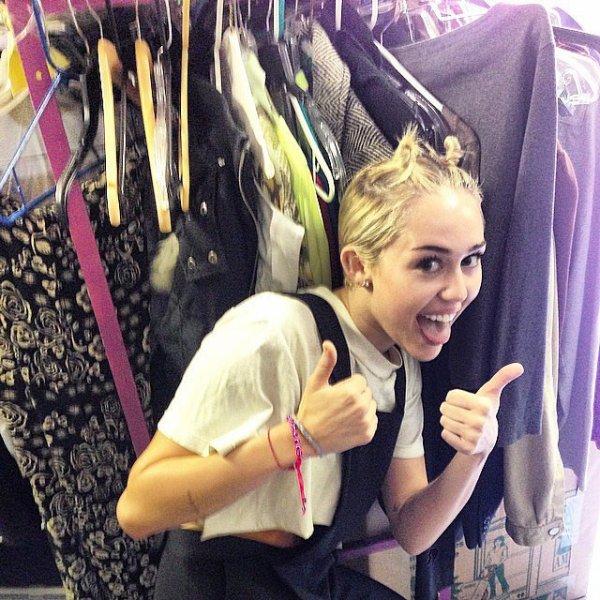Miley Cyrus Wrecking Ball Lyrics Video