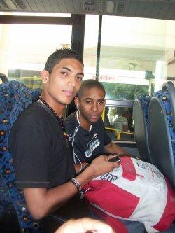 mon cousin steven et mon frère giovanni dans le bus