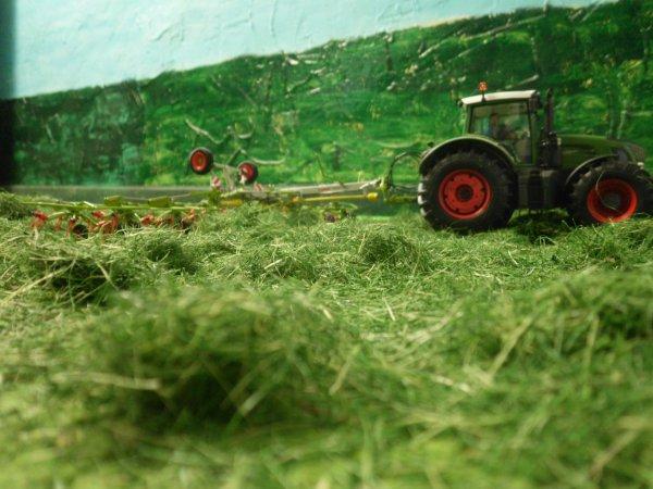fanage pour les foins par l entreprise agricole marschalle