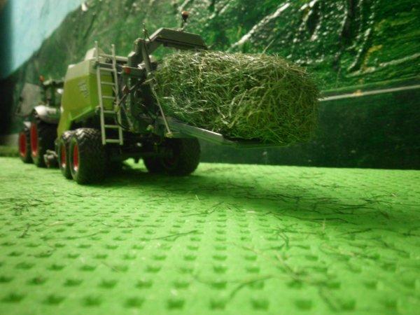 pressage des foins par l entreprise agricole marschalle