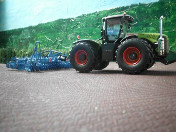 préparation des terres par l entreprise agricole marschalle