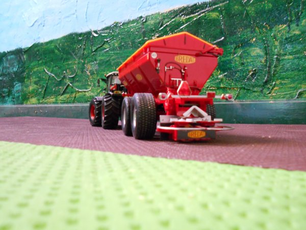 épandage de chaux par l entreprise agricole marschalle
