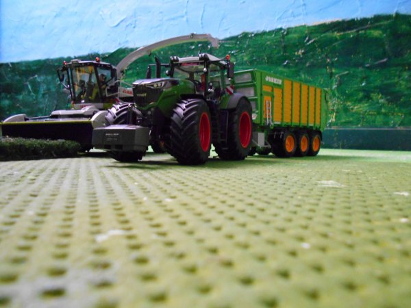 ensilage avec la faucheuse claas direct disc par  l entreprise agricole marschalle