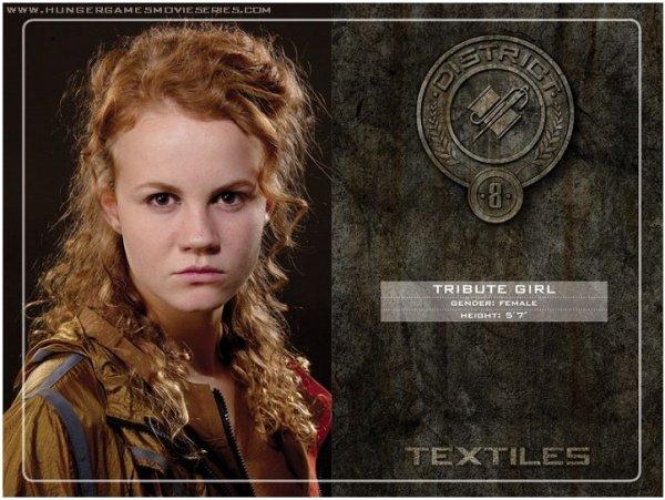 District 8 : Le textile, comme les vêtements, les uniformes des Pacificateurs et les perruques.