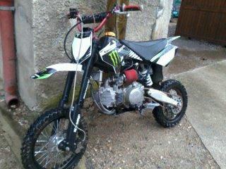ma moto (150 ycf factory pilote 2012 preparer ) =)