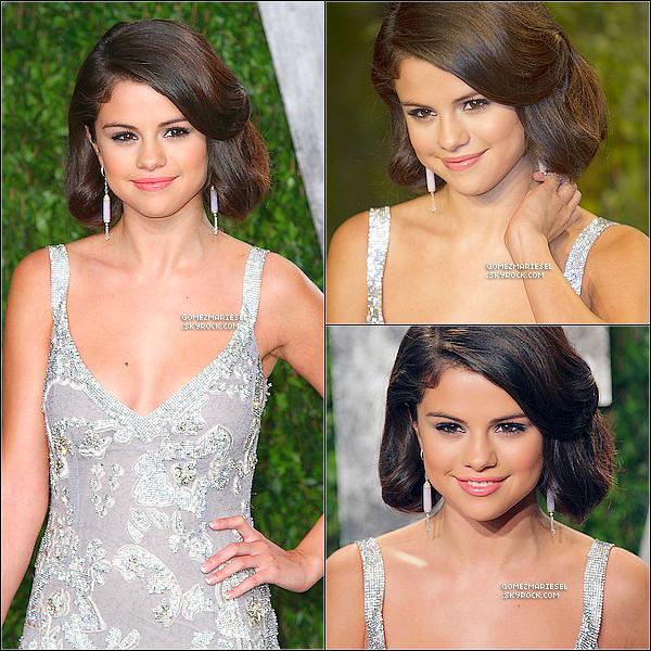 * 26 FÉVRIER 2012__••__Selena était présente à la cérémonie des Vanity Fair Oscar 2012 en compagnie de Mandy, sa mère, ______________________à Los Angeles. + Une photo personnelle de Sel' avec un chanteur à la cérémonie. Tu aimes sa robe? *
