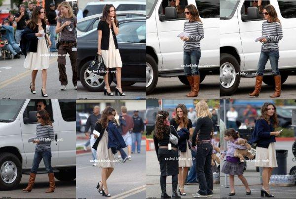 le 27 septembre 2007 - Actrice Rachel Bilson est mignon en bottes et haut rayé sur un plateau de tournage à Los Angeles, CA