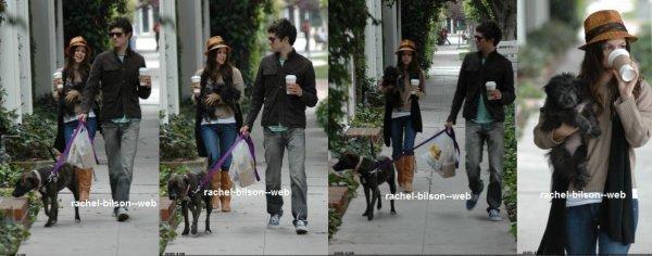 new de rachel 2006 - rachel sont petit amie et leur chien se promener dans los angeles