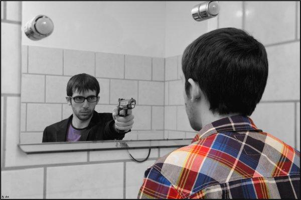 <=== Même plus confiance en mon miroir car même le reflet m'braque ( Seth Gueko ) ===>