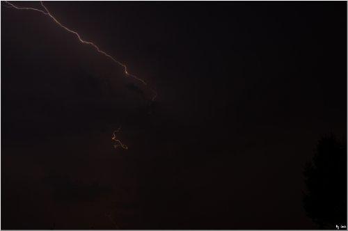 <== La foudre de nuit  ==>
