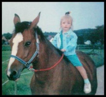 Les chevaux sont d'humeur changeante ! Beaucoup de poneys peuvent rendre la vie impossible à des écuyers confirmés, mais si vous leur mettez en selle un enfant ou un handicapé, les voilà qui deviennent doux comme des agneaux. Je ne sais pas pourquoi, mais ils se rendent parfaitement compte de la situation. Jackie Croome