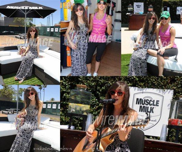 ♥ LOS ANGELES, CA - LE 02 JUIN : la Musicienne Kate Voegele suit la Retraite de Santé(d'Aptitudes) de Lait de Muscle le 2 juin 2011 à Los Angeles, la Californie ♥