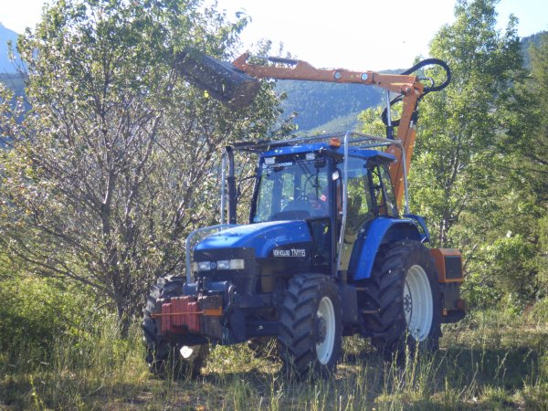 Elagage 2010 >>> New Holland avec S.M.A <<<