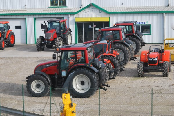 Vue sur la route 2011 >>> New Holland, Case et divers <<<