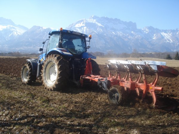Labour 2011 >>> New Holland avec Kuhn <<<