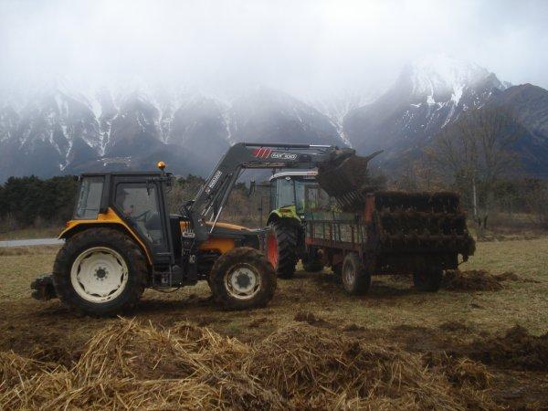 Fumier 2011 >>> Claas avec Krone et Renault au chargeur <<<