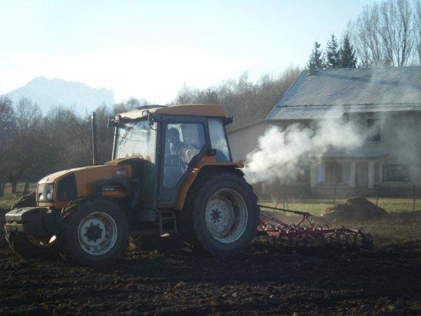 Reprise des labours 2011 >>> Renault avec Kongskilde <<<