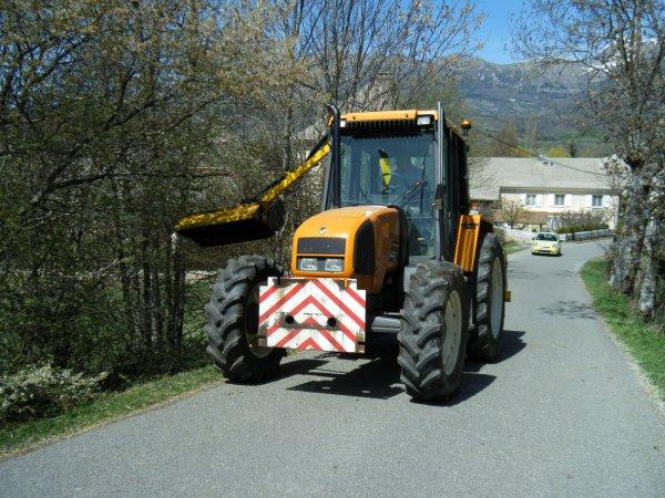 Débroussaillage 2011 >>> Renault avec Rousseau <<<