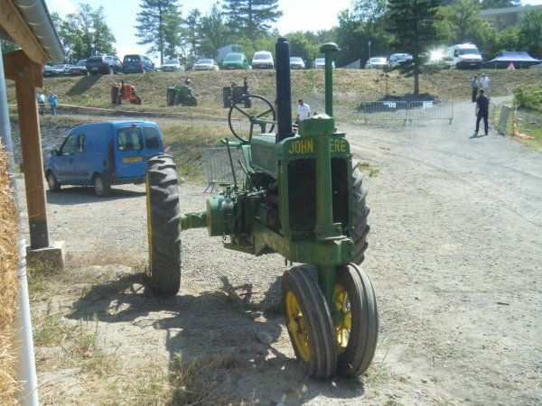 Foire 2011 >>> Vieux tracteur <<<