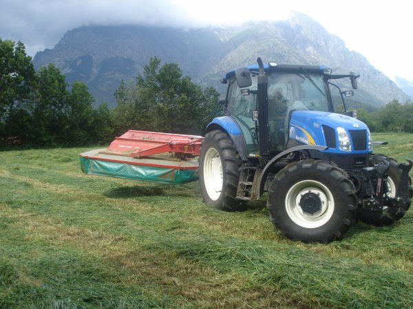 Fauchage 2011 >>> New Holland avec Taarup <<<