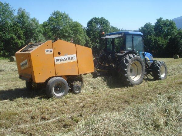 Pressage 2011 >>> New Holland avec Prairie <<<